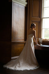 CLEARANCE WEDDING DRESS £250 (IVORY UK 14) - Wedding Dress Special Day C16407