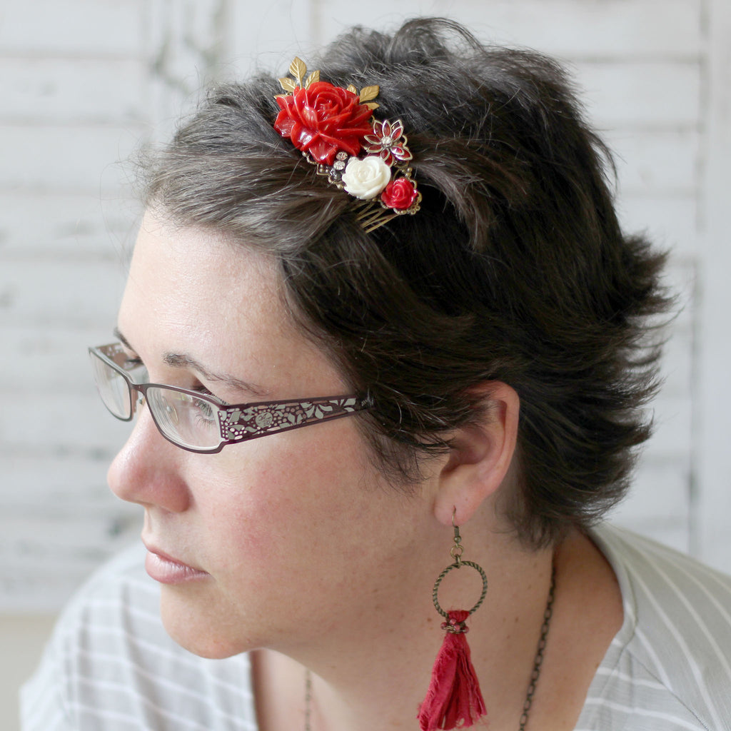 Decorative Hair Comb Red Rose Bouquet close up 2