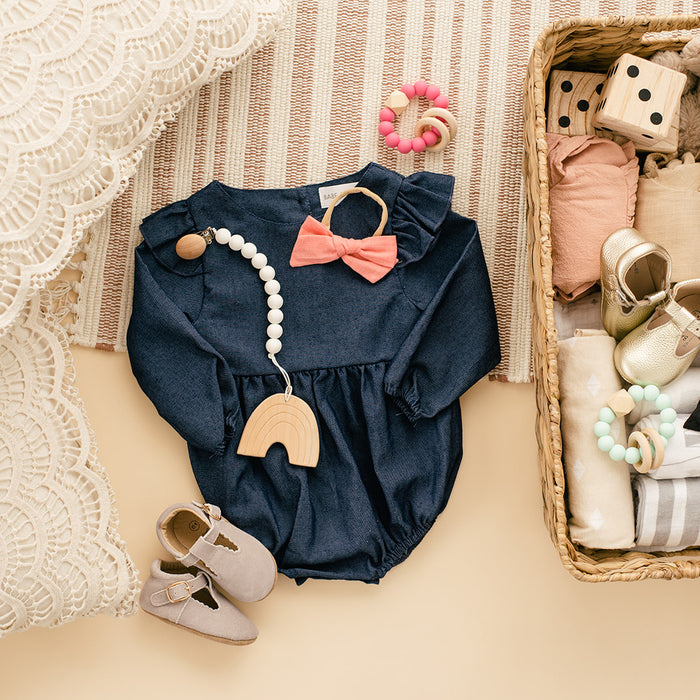 Baby Clothes for Minimalists - 10 Pieces You Need for a Newborn