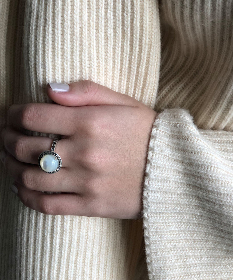 Round silver and marcasite mother-of-pearl ring - Metron