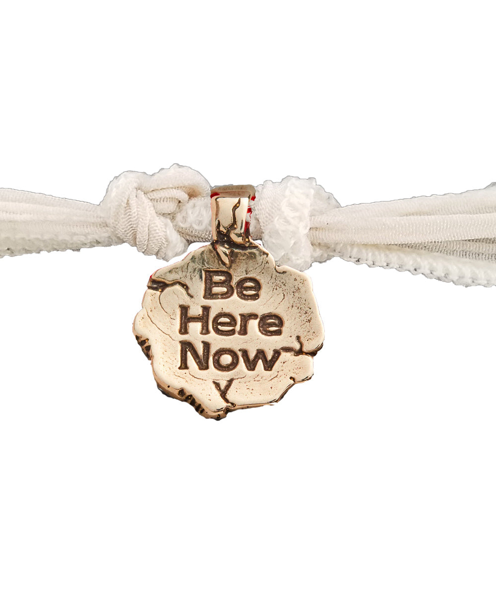 Bracelet charm Be Here Now en bronze - Catherine Michiels