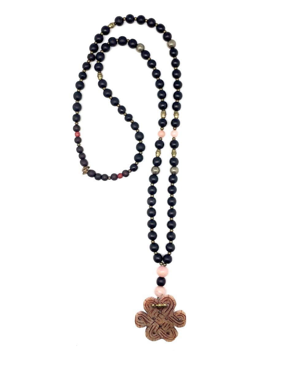 Long necklace with wooden and pink jade beads - Jewels of Mala