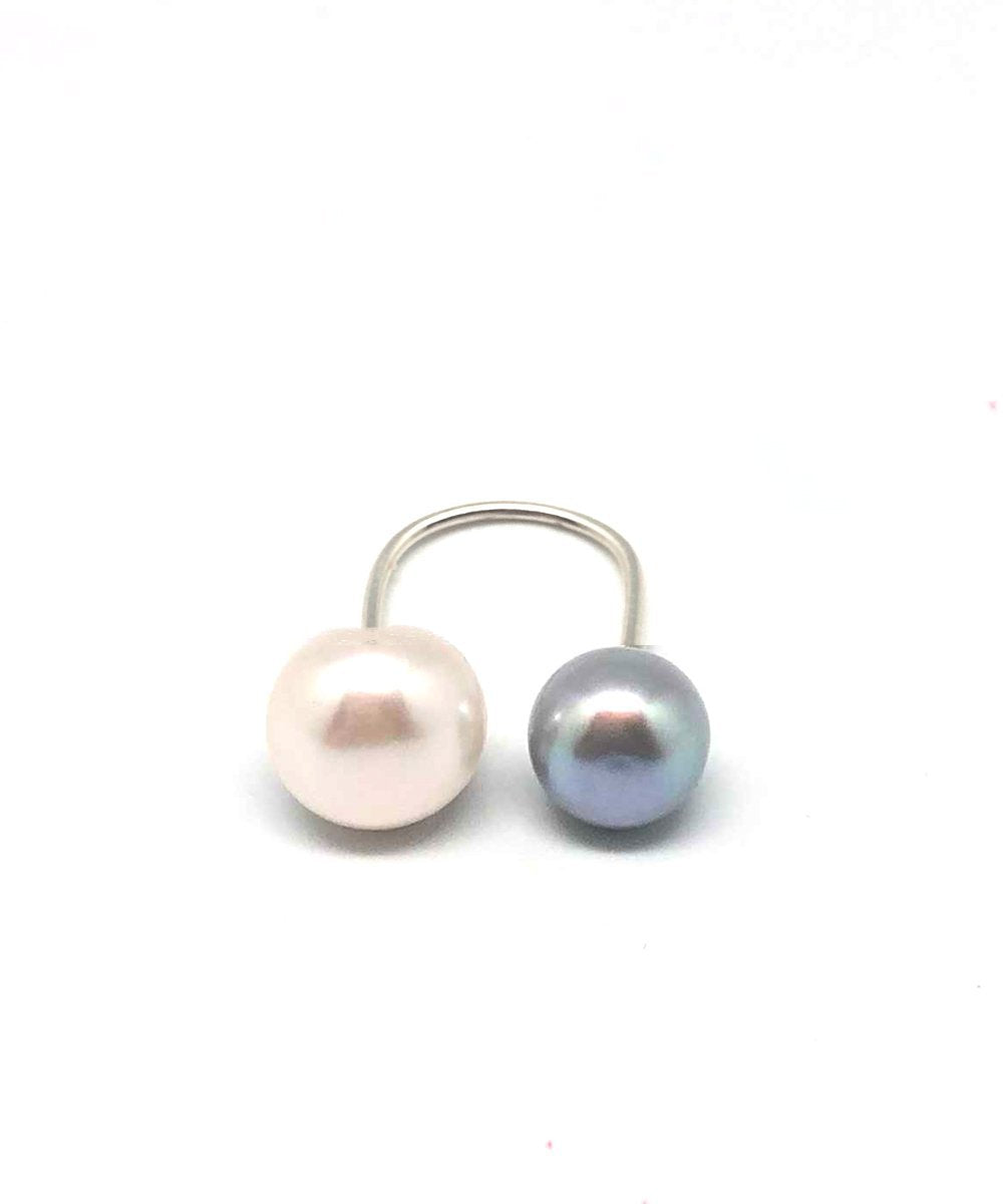 ring and me pearl white and pearls light gray Editions LESSisRARE pearls