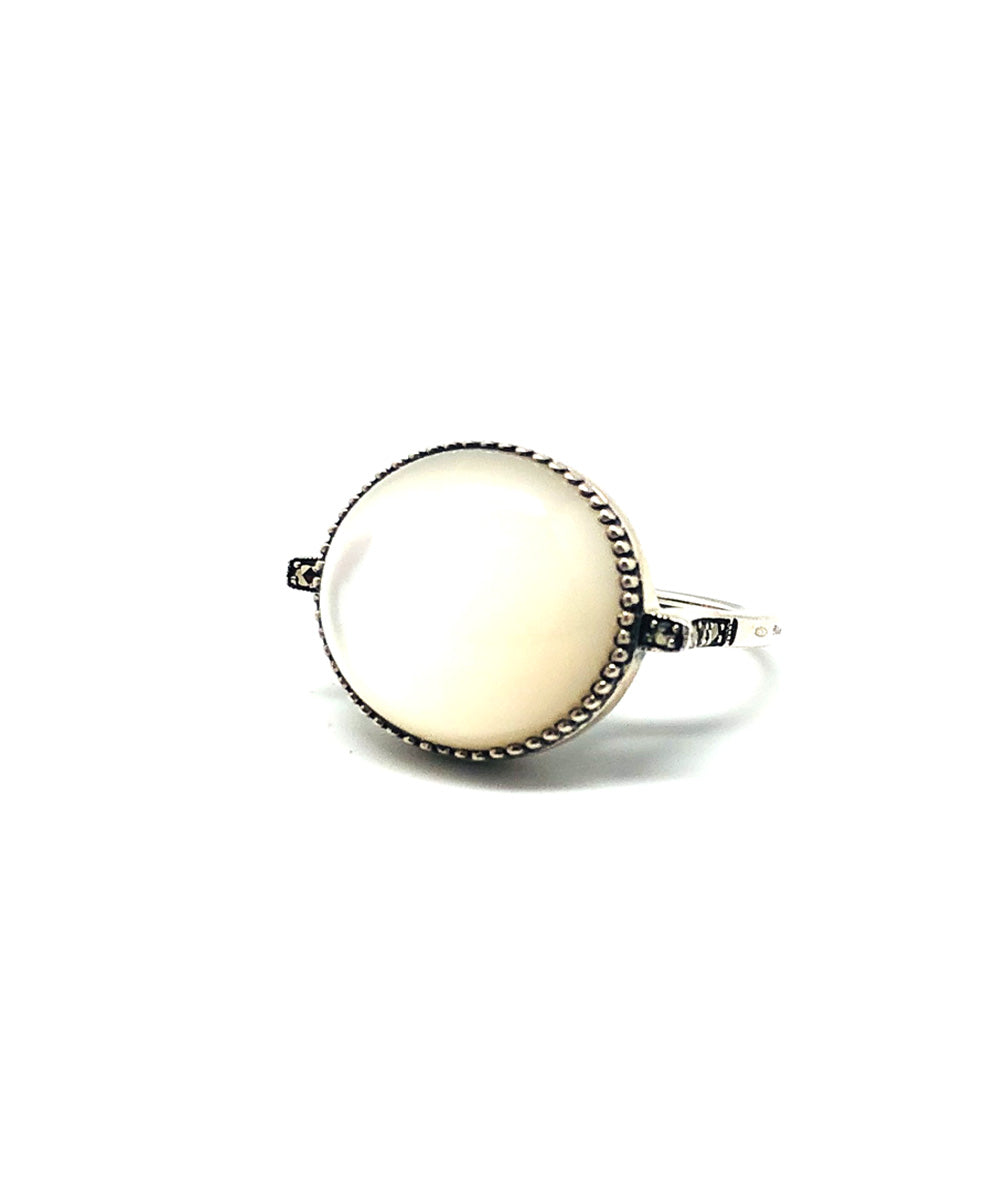 Art deco mother-of-pearl ring in silver and marcasites