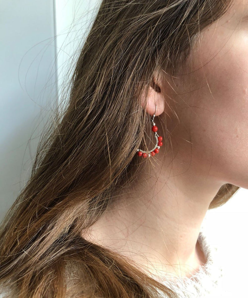 Mini Creole earrings in coral and silver - Editions LESSisRARE Bijoux