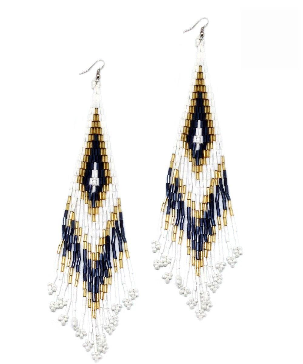 Indian white earrings - Editions LESSisRARE Bijoux
