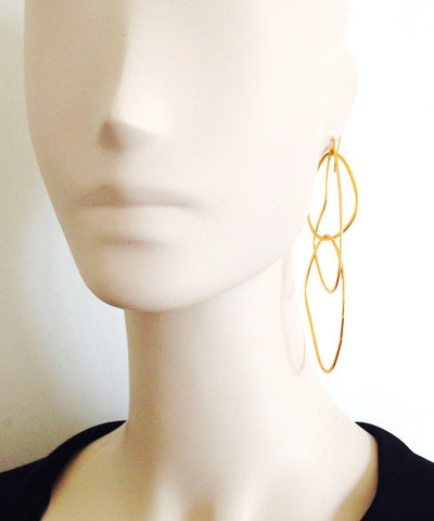 "Trio earrings with golden rings - ""Mirages"" eloïse fiorentino worn"