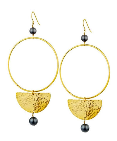 "Oversized gold earrings - ""Gold and pallor"" eloïse fiorentino"