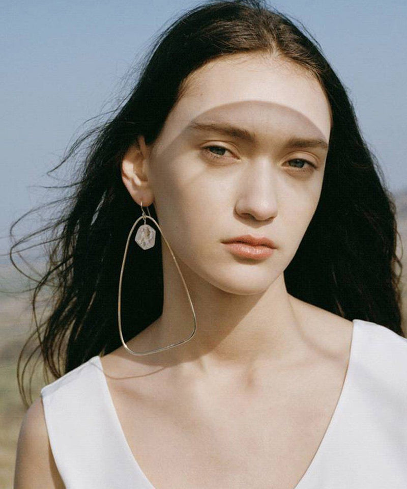 "Golden Oversized Triangle Hoop Earrings with Pearl - ""Ici"" - Eloïse Fiorentino"
