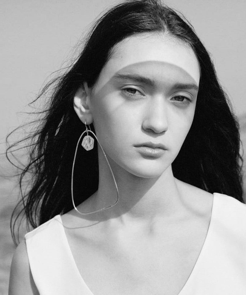 "Silver Oversized Triangle Hoop Earrings with Pearl - ""Ici"" - Eloïse Fiorentino"
