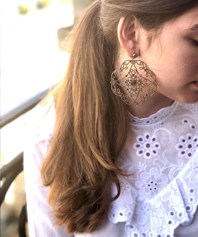 Gold lace earrings worn Editions LESSisRARE Bijoux