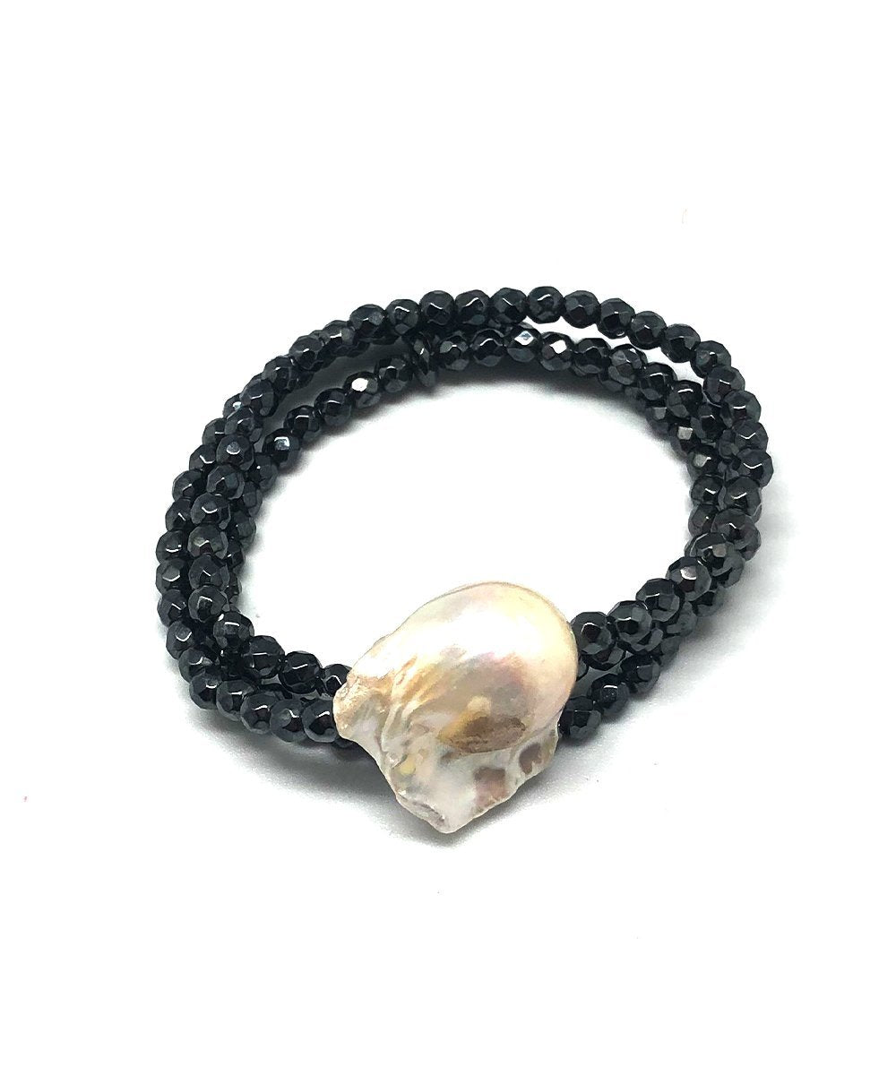 Baroque pearl bracelet and gray hematites Editions LESSisRARE Pearls