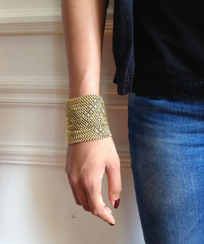 wrist-bracelet-in-mesh-metal-gold worn Editions LESSisRARE Bijoux