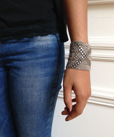 bracelet-in-mesh-metal-aged-silver worn Editions LESSisRARE Jewels