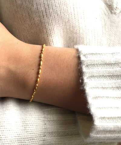 eloïse-fiorentino-gilt-bracelet-at-lor-end-comet