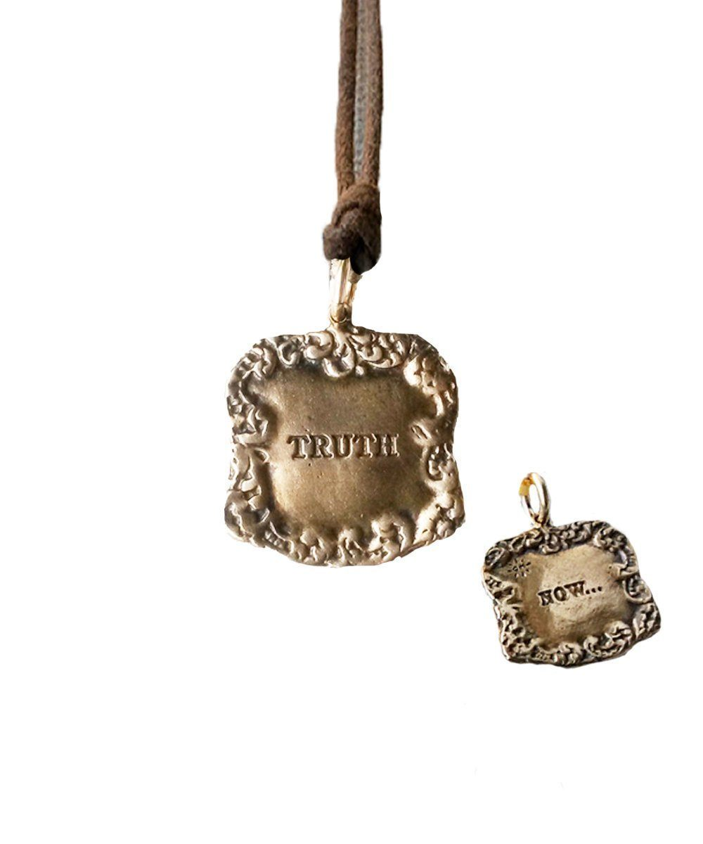 pendant-catherine-michiels-veritas-bronze.jpg