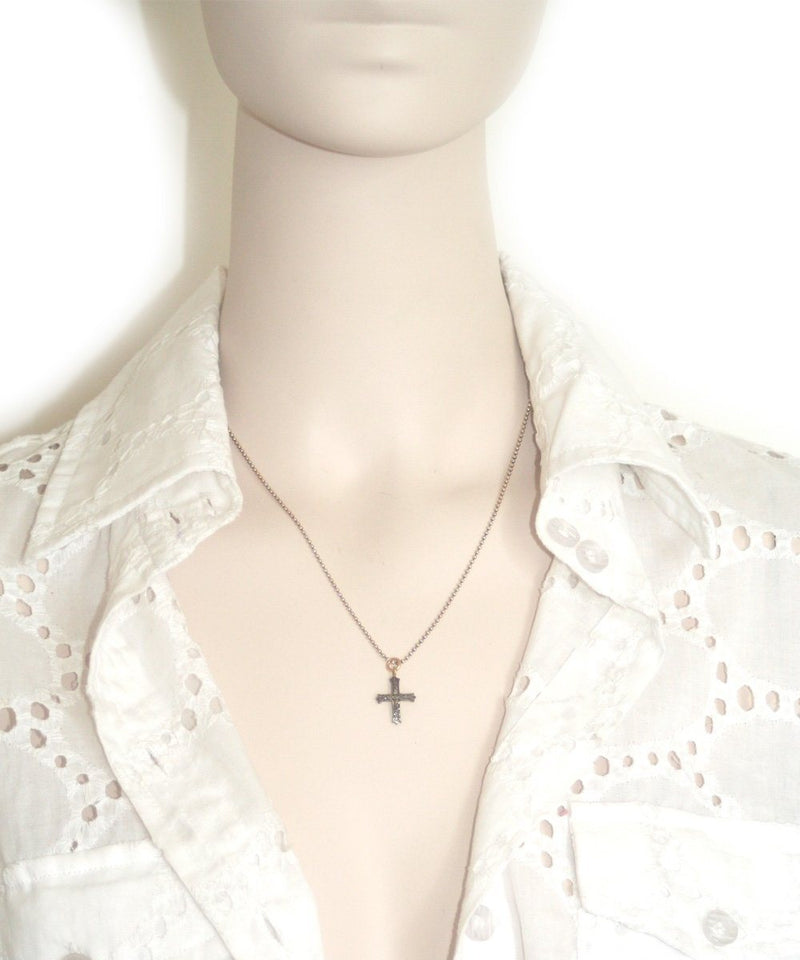 Collar cross-rosa-diamant.jpg