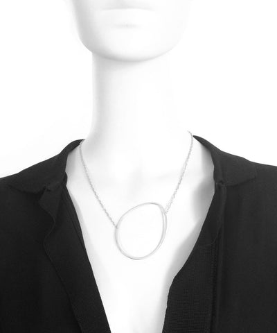 eloïse-fiorentino-necklace-the-dunes-silver worn