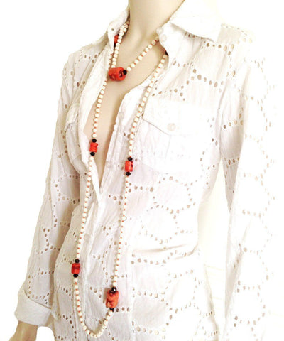 fonsi-necklace-sautoir-in-stone-of-washed-white-and-coral worn