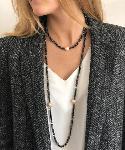 Long necklace with pearls and hematites gray worn