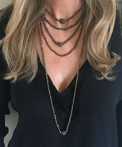 Gray hematite pearl necklace worn by 2 Fonsi