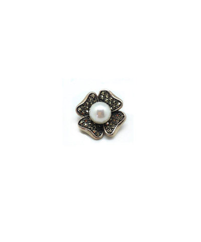 Metron-pendant-in-clover-marcasite-silver-and-pearl