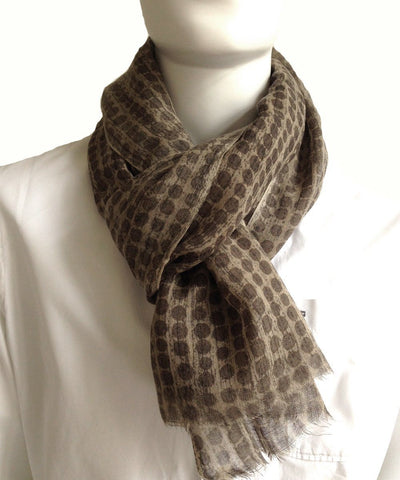 scarf-pattern-beige-brown-for-men-worn Editions LESSisRARE