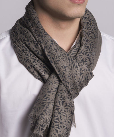 scarf-flower-beige-for-man Editions LESSisRARE worn