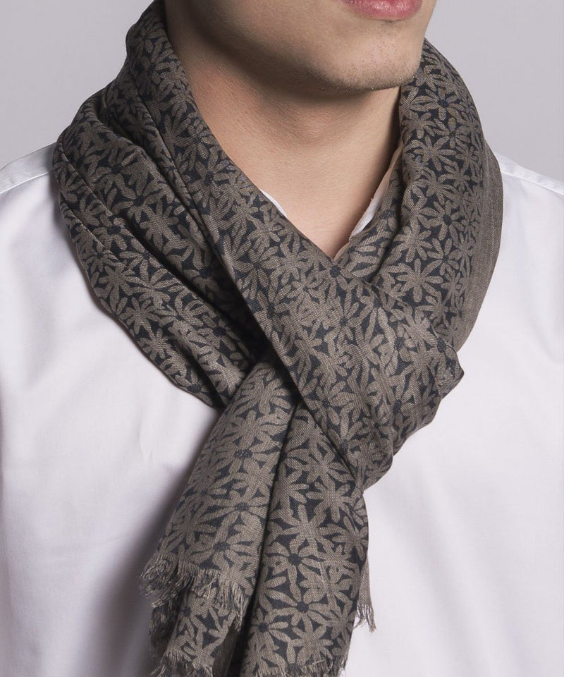 scarf-flower-beige-for-man Editions LESSisRARE