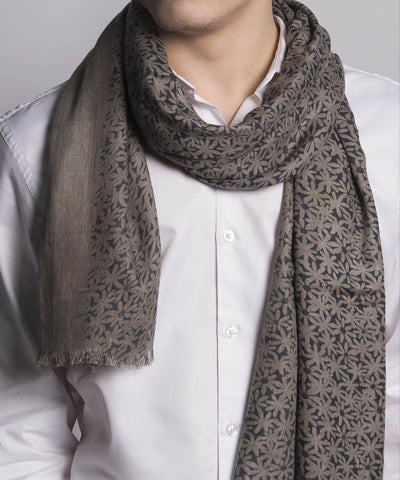 scarf-flower-beige-for-man Editions LESSisRARE worn 1