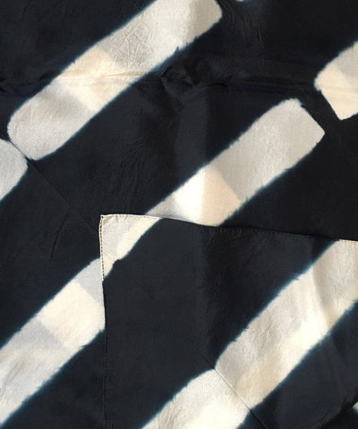 denovembre-scarf-in-silk-black-and-white-detail