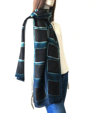 denovembre-in-silk scarf-blue-and-black-worn