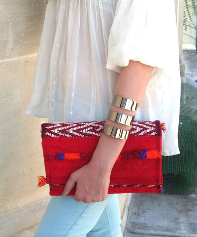 el-jenna-pouch-kilim-red Editions LESSisRARE worn