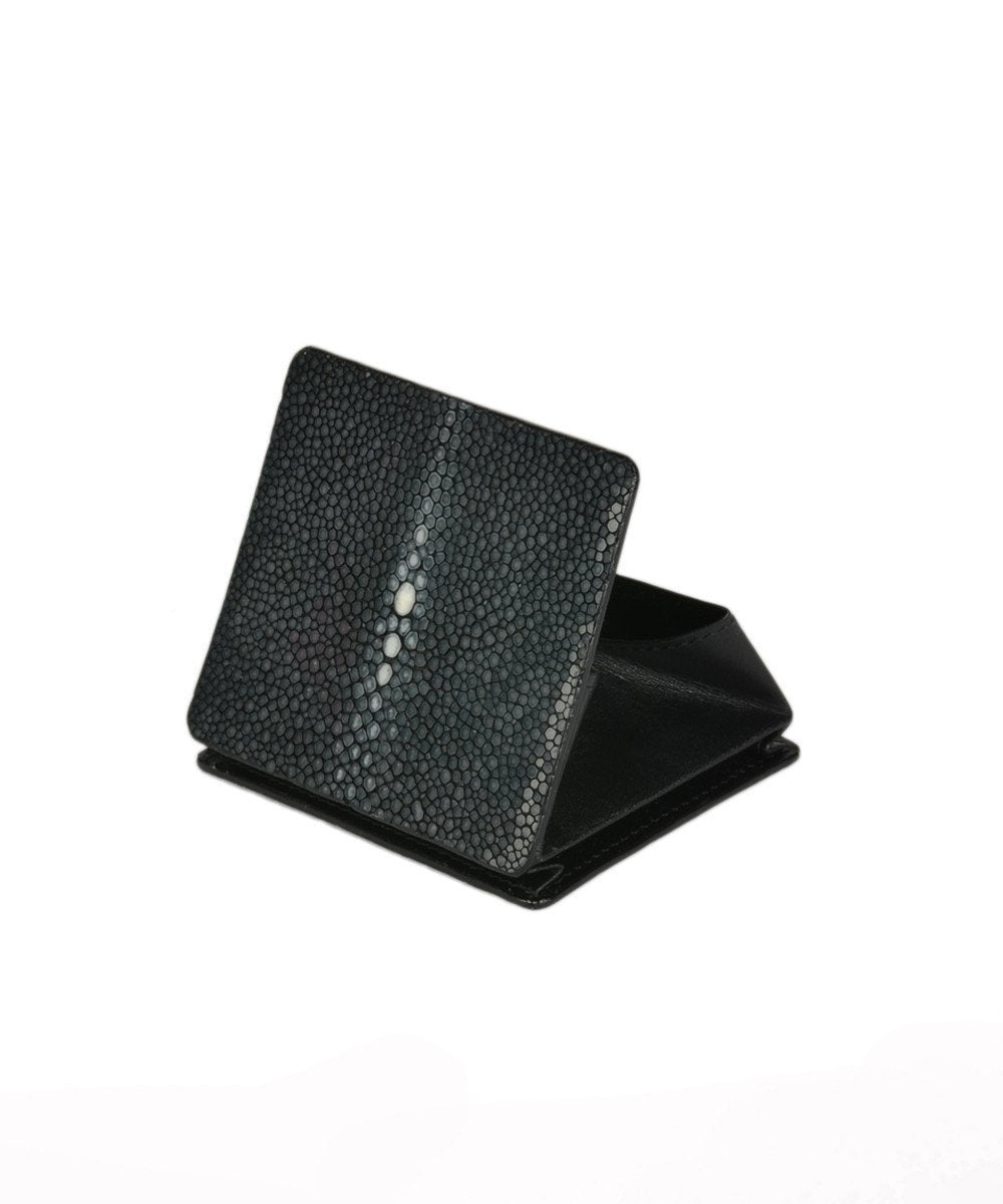 gallery-stingray-wallet-black-in-a-stingray-your-initials