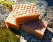 Manuka Honey with Organic Beeswax and Oatmeal - Handmade Soap