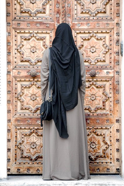 Abaya evasée manches droites taupe