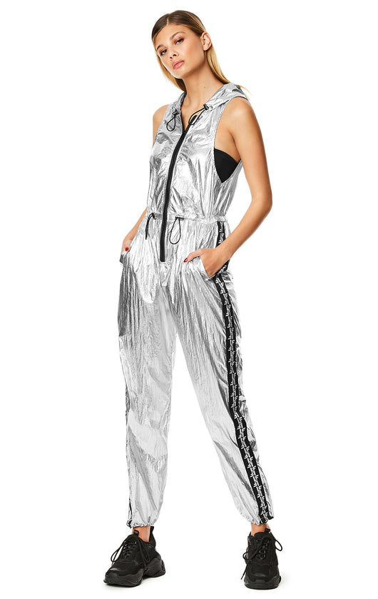 METALLIC SILVER SLEEVELESS HOODED JUMPSUIT