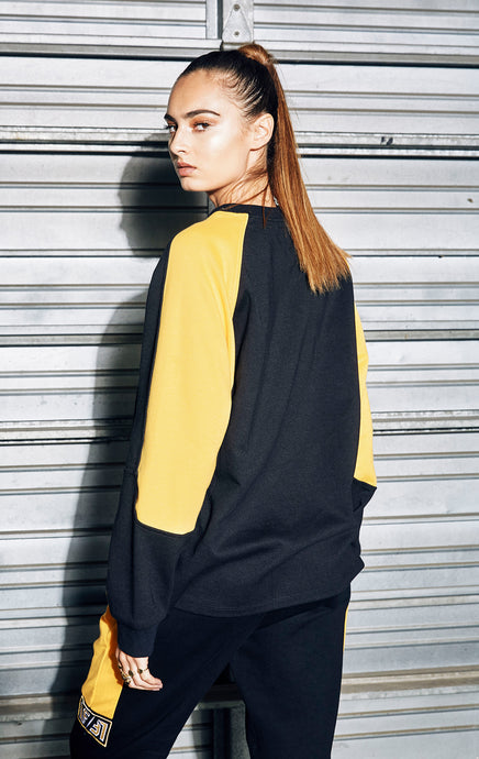 PULLOVER SWEATSHIRT WITH COLORBLOCK SLEEVE