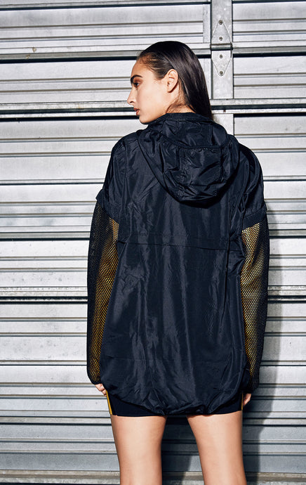 PULLOVER WINDBREAKER WITH CONTRAST MESH OVERLAY