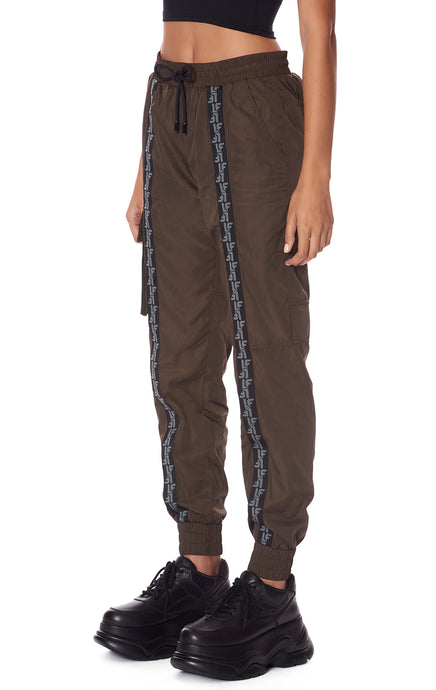 ONE CARGO POCKET WINDBREAKER PANT