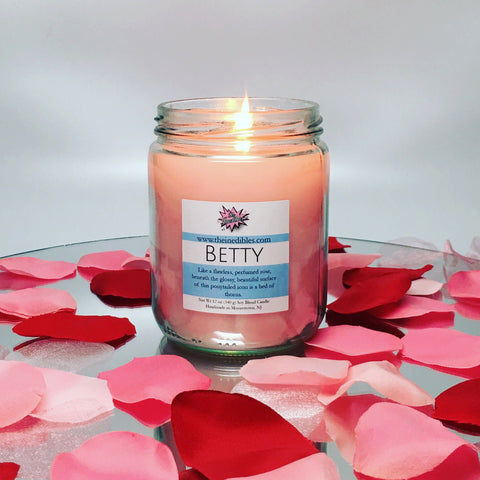 Betty 12 oz candle
