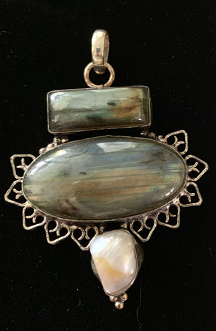 products/aurora-labradorite-and-pearl-pendant-pendants-11638281666644.jpg