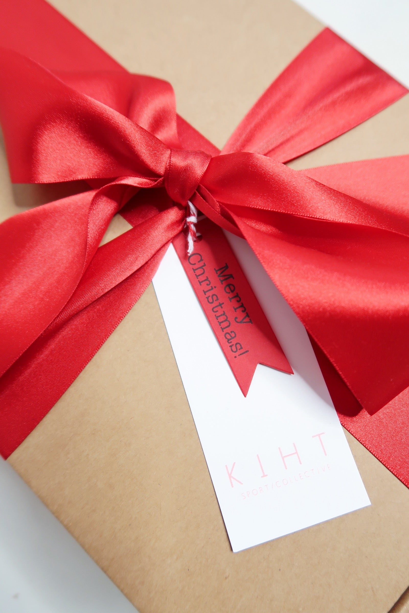 kihtmas box close up red ribbon