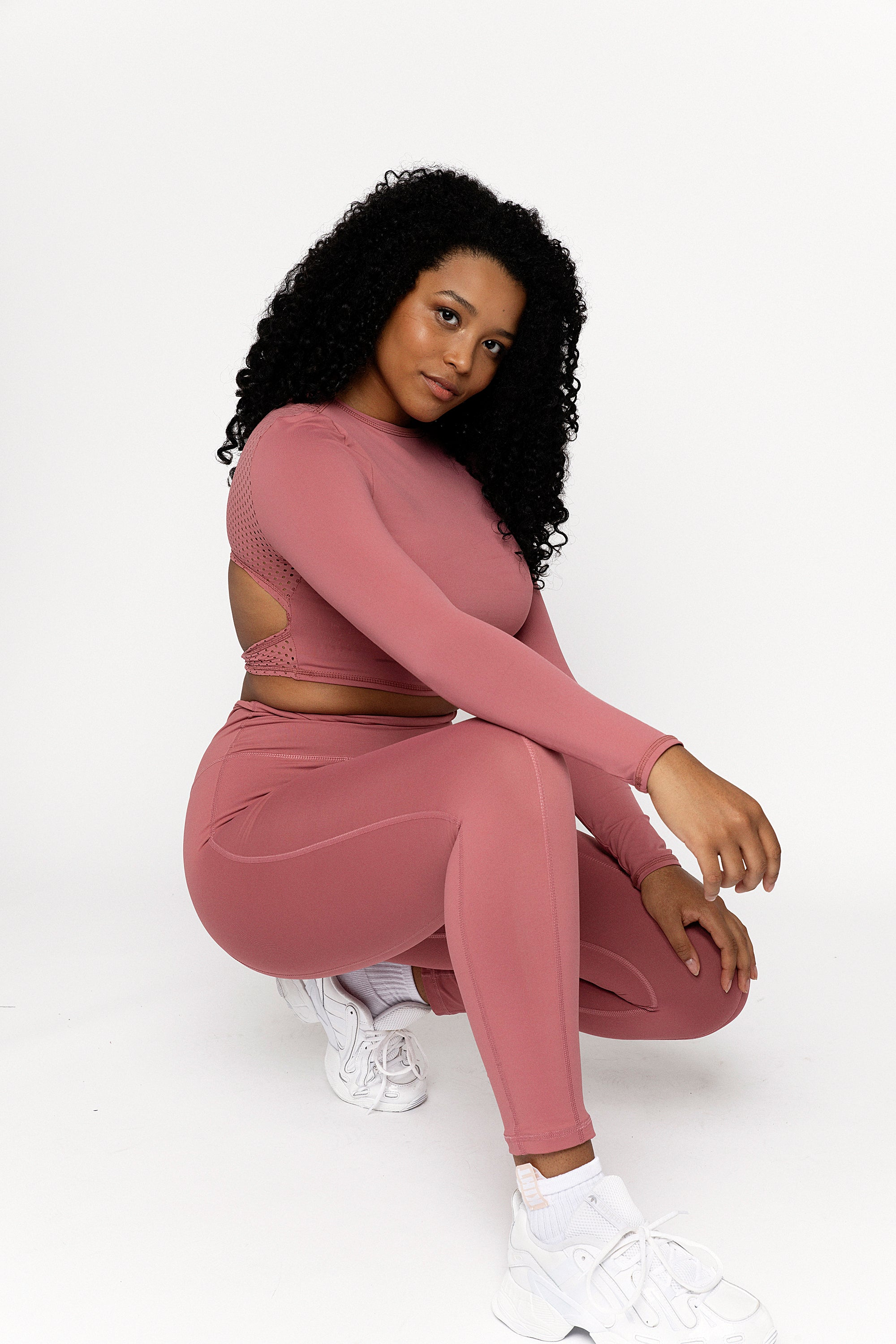 High waisted smoothie pink gym leggings, wide supportive waistband. Detailing seams down the front and back of the legs, compressive flattering fit. ⅞ leg length