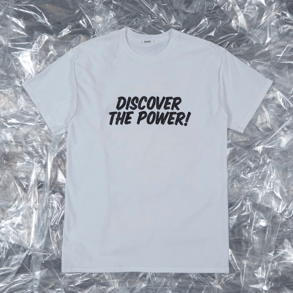 'DISCOVER THE POWER!' - Benny tee, white