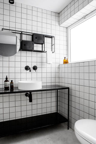 Monochrome bathroom with square tiles