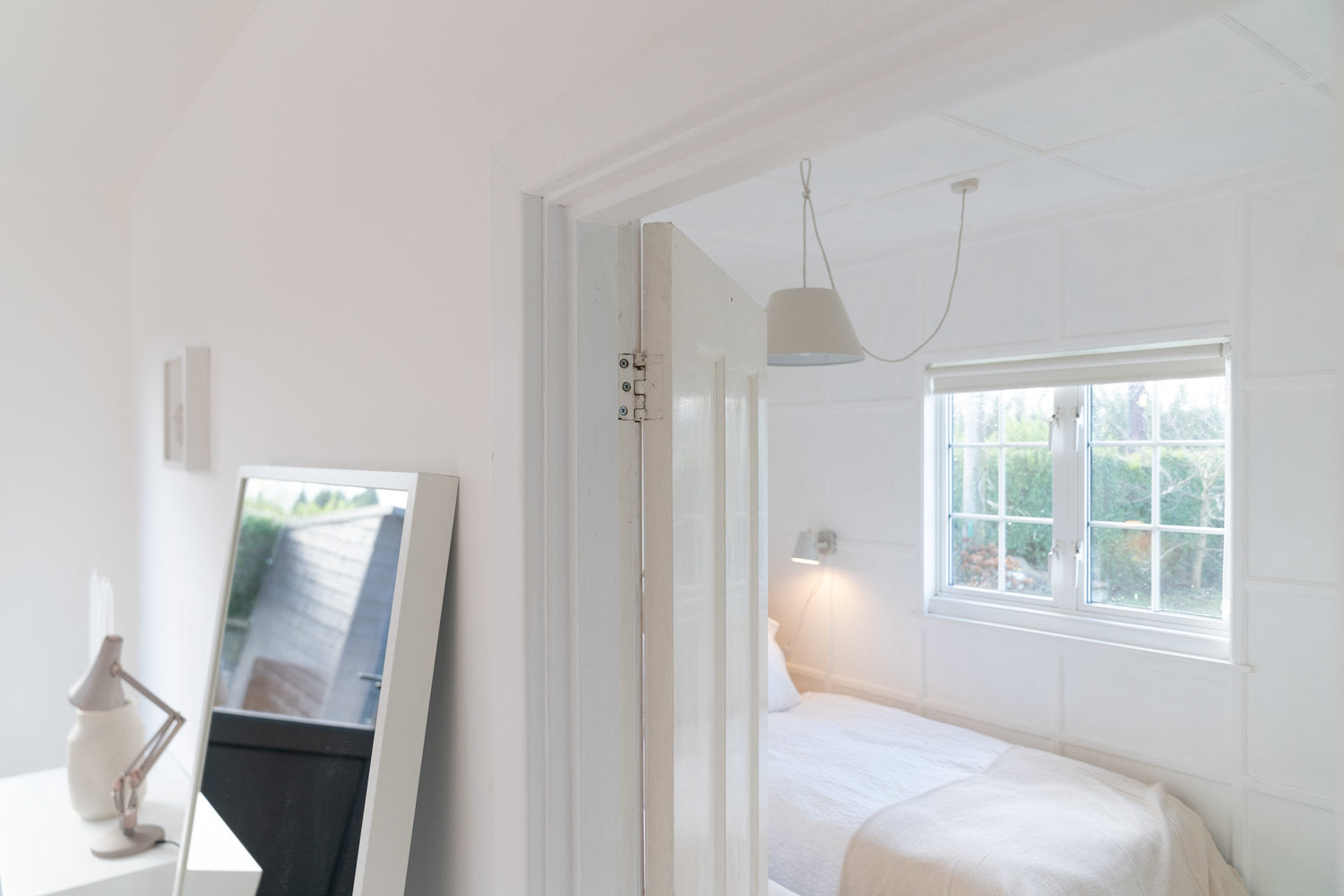 Interior view of modern cabin. Mirror, bed, lamp
