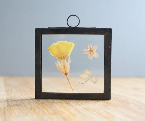 Pressed flower decoration