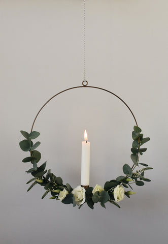Minimal candle wreath