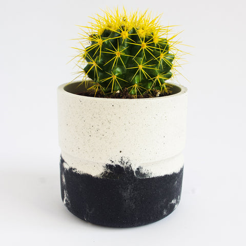 Short Round Pot | Jesmonite | Black & White